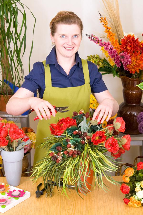 Medewerkers van bloemisterijen maken de prachtigste boeketten.