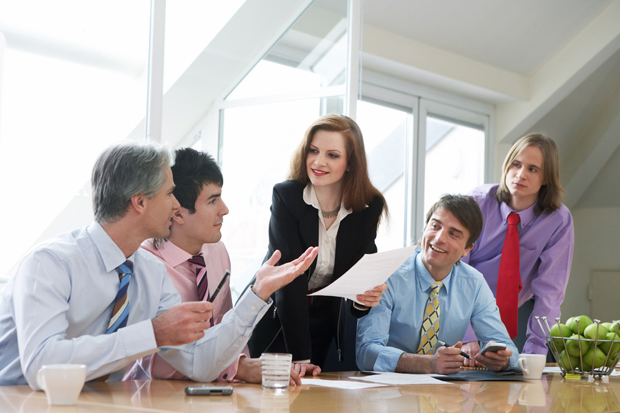 Spreken bij een belangrijk overleg een aantal mensen niet dezelfde taal, dan biedt een tolkendienst uitkomst.