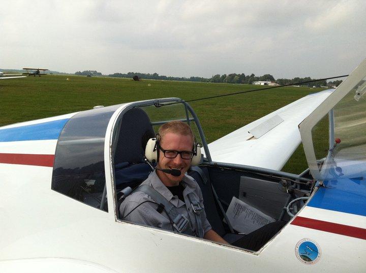 Deze jonge piloot heeft nog wel wat vlieglessen te gaan voordat hij zijn GPL-brevet binnenheeft.