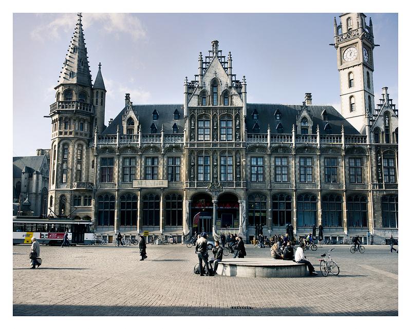 Postgebouw in Gent