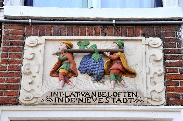 Gevelsteen in Leiden