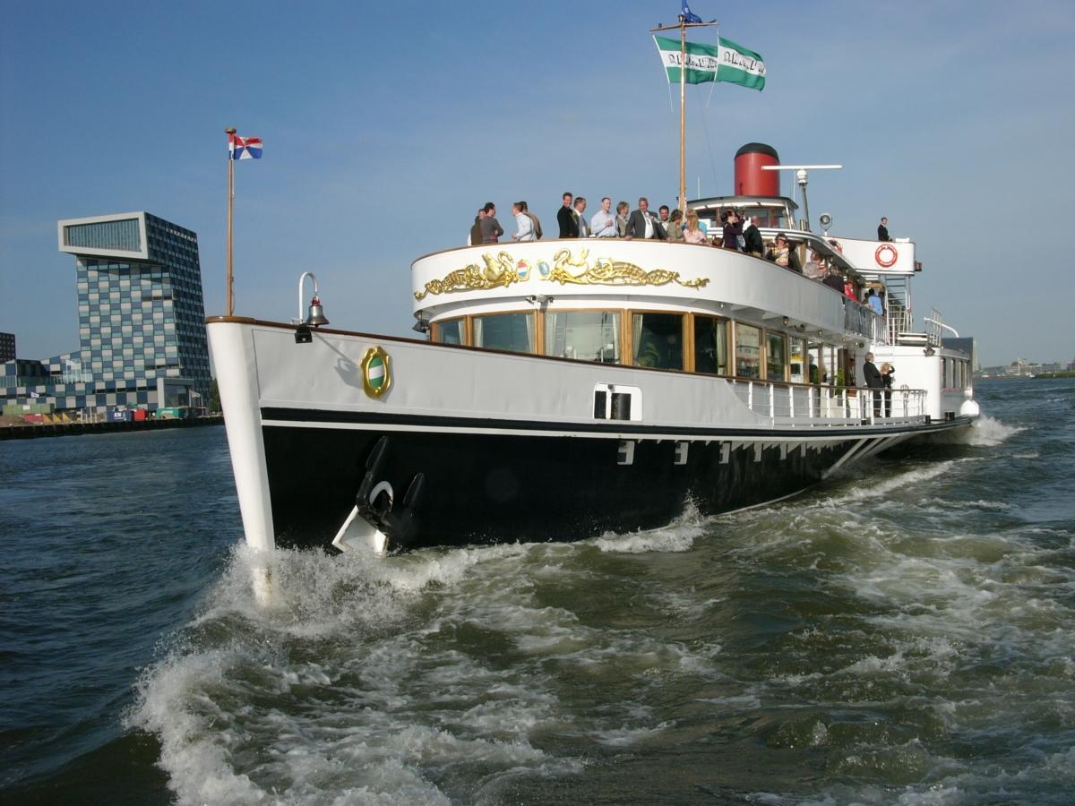Boot met stadsvlag Rotterdam